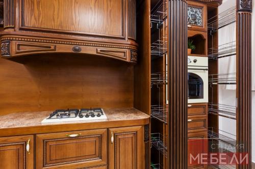 Кухня из массива – проверенная классика