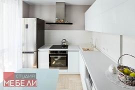 Ультрабелая минималистичная кухня