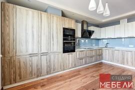 Яркая древесная кухня