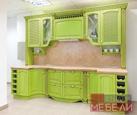 Яркая кухня из массива ясеня