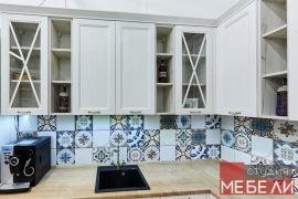 Светлая кухня в средиземноморском стиле